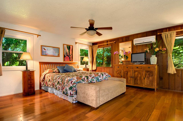 King master suite is on the 2nd floor of the main kauii vacation rental house